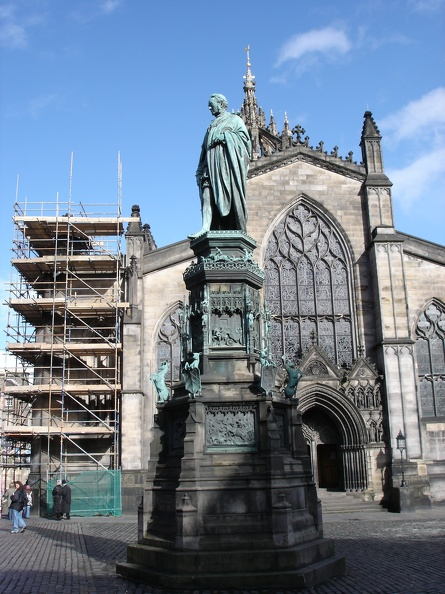 01136_st_giles_and_statue.jpg