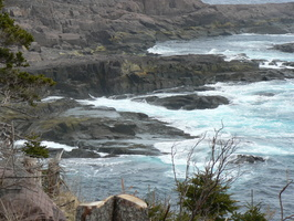 00574_waves_on_rocky_shore