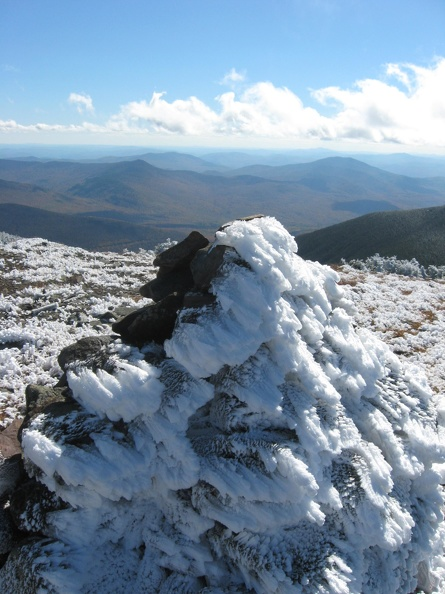 0637_frosty_cairn_closeup.jpg
