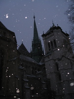 4474_cathedral_and_snowing