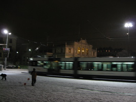 4498_streetcar_and_building