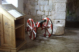 08379 gun carriage and podium