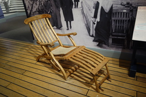 09076 deck chairs on the titanic replica